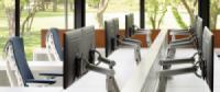 Tiết kiệm không gian văn phòng bằng tay treo màn hình và giá treo máy tính
