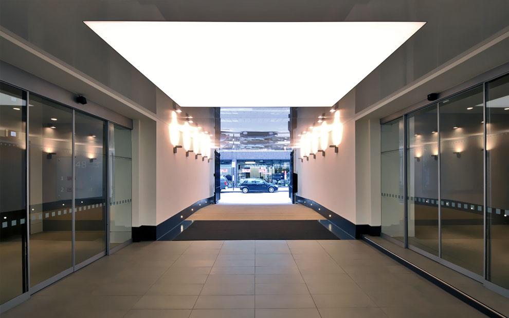 trần xuyên sáng tòa nhà