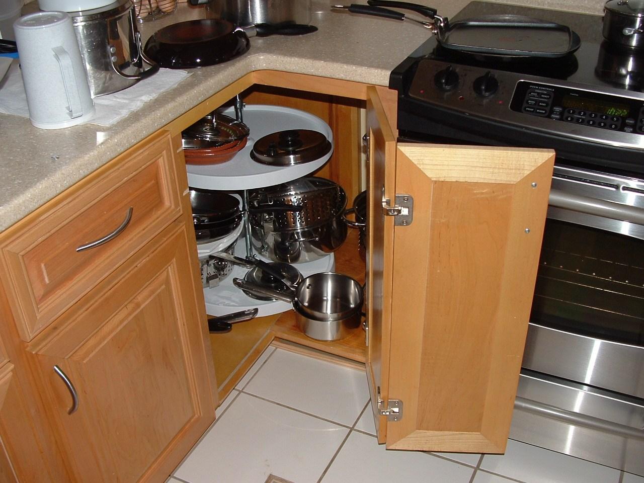 tủ bếp góc mâm xoay